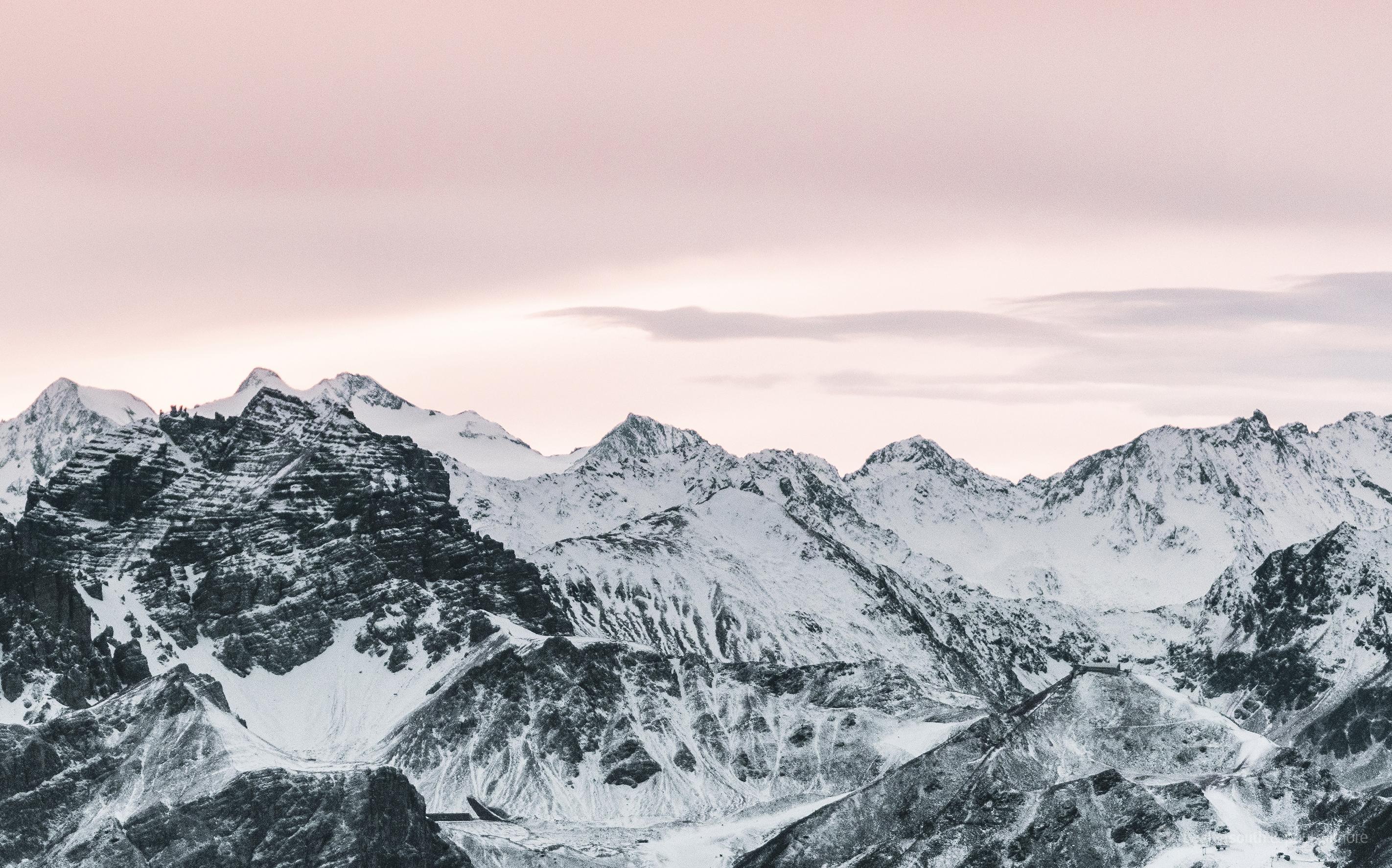 Dual Screen Wallpaper: An Innsbruck